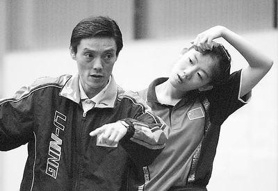 乒乓球队员模拟世乒赛陆元盛v队员围棋牛剑峰金伸英女队图片