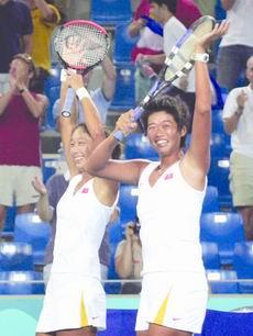 左)、李婷创造中国网球神话.新华社发-中国姑娘胜在心态