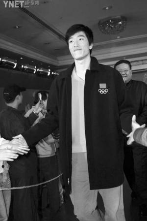 """2004体坛""""真心英雄""""揭晓刘翔郭晶晶等获奖(图)"""