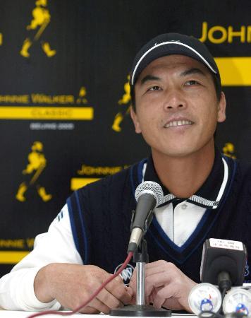 中国第一高球手回首职业生涯张连伟最感谢太太