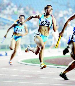 全国田径大奖赛重庆队女子4×100决赛摘金夺银(图)