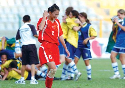 中国队再度一球惜败巴西终获大运会女足银牌(图)