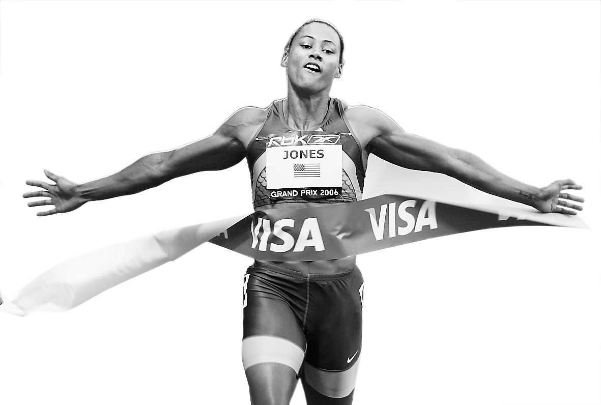 琼斯复出百米夺冠