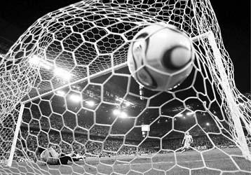 世界杯首场点球大战瑞士0比3不敌乌克兰_NIK