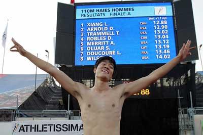 12秒88刘翔一跨掠过十三年栏王创造新世界纪录