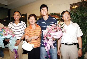刘翔凯旋父母越看越开心洛桑破纪录连称意外之喜