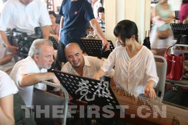 另一个自己歌谱曲子-者 英文版奥运歌曲最后一句唱中文