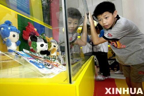 北京奥运倒计时两周年香港市民走近奥运(组图)