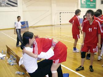 上海市运少年师大女子组v少年上手球附中惊续写鲁滨孙漂流记图片