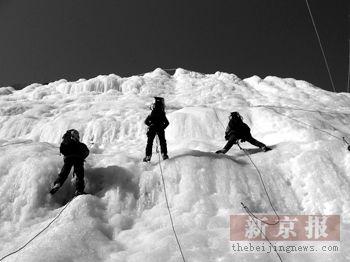 学生登山队京郊攀冰训练梦想擎奥运圣火登顶珠峰