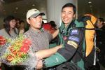 """图文-珠峰环保大行动志愿者回京拥抱""""英雄"""""""