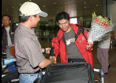 图文-珠峰环保大行动志愿者回京老牛有些腼腆