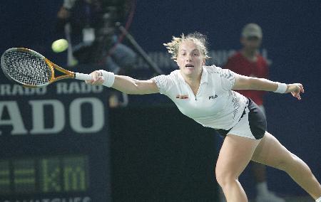 图文-小威夺得首届中网女单冠军新库娃横臂回球