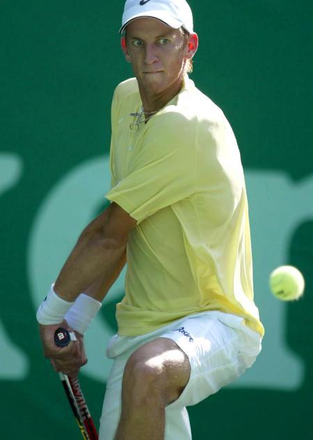 图文-上海网球公开赛聂米宁怒目圆睁大力回球