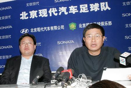 图文-足协宣布对国安罢赛处罚杨祖武表情严峻