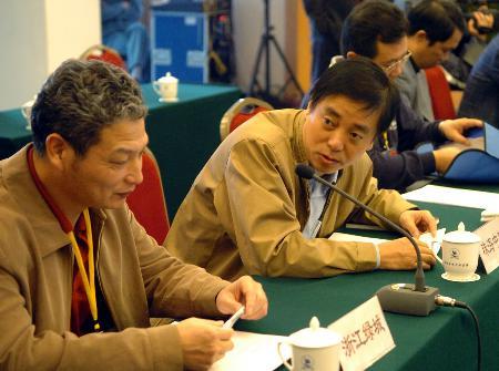 图文-中甲老总峰会在郑州召开讨论热烈表情轻松