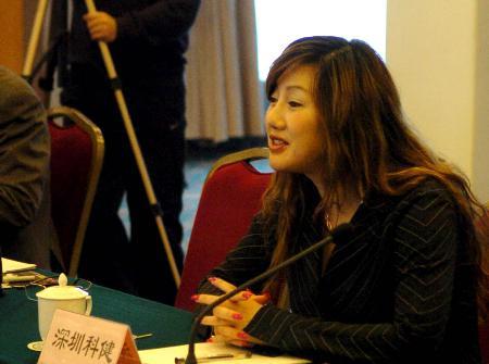 图文-中甲老总峰会在郑州召开科健美女老总发言