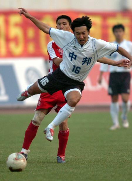 图文-河南建业2-1胜珠海中邦刘全德飞身带球