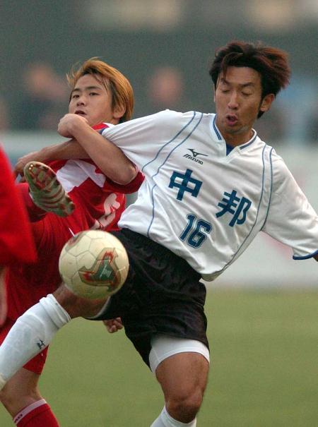图文-河南建业2-1胜珠海中邦双方队员脚上功夫了得