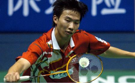 图文-中国羽毛球公开赛男单首日朱伟伦轻巧拨球