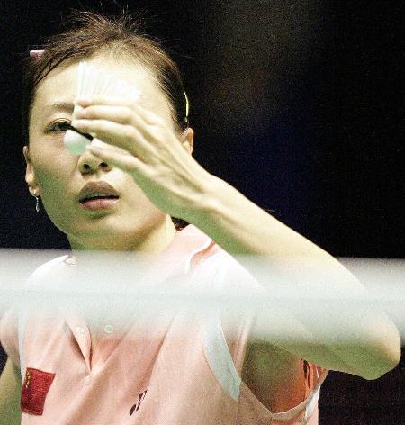 中国羽毛球公开赛张宁无缘四强发球瞬间