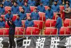 图文-沈阳金德0-3负于上海国际球迷摆开锣鼓阵