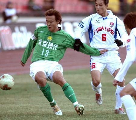 图文-北京现代主场4-1重庆力帆徐云龙向左向右