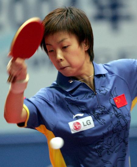 ...国际乒联职业巡回赛总决赛女单首轮比赛中回球.最终,张怡宁