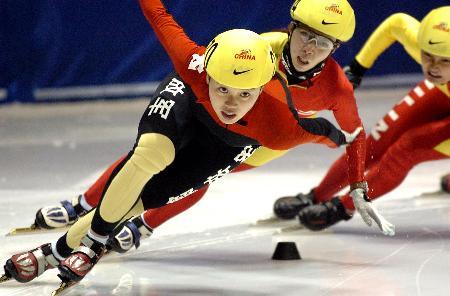 图文-全国短道速滑锦标赛振臂欲飞的冰上鸟