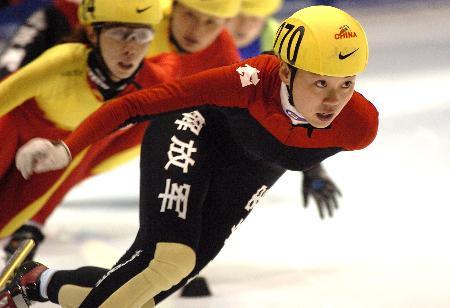 图文-全国短道速滑锦标赛冰上盛开的黑玫瑰