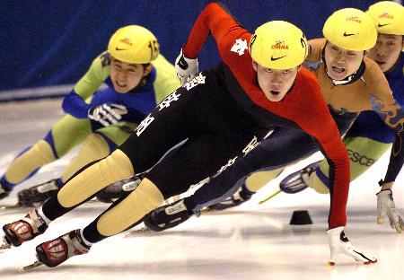 图文-全国短道速滑锦标赛速滑道上的45度夹角