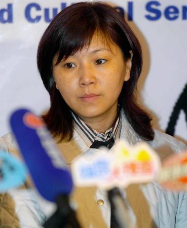 图文-中国跳水及花样游泳队访港周继红在发布会上