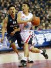 图文-中韩明星对抗赛第二场胡雪峰带球突破