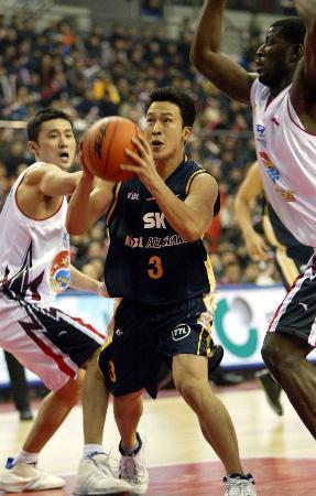 图文-中韩明星对抗赛第二场金胜铉准备投篮