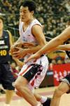 图文-中韩明星对抗赛第二场焦健带球直杀敌阵