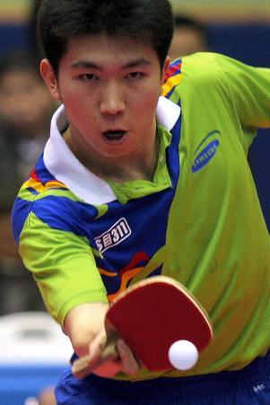 韩国与世界明星乒乓球赛柳承敏反手推挡