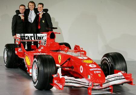 图文-F1法拉利车队发布新车蒙特泽莫罗紧靠二将