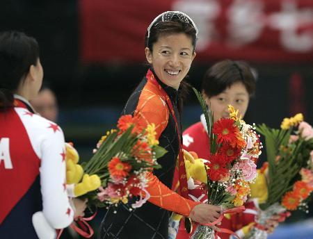 图文-十运短道速滑500米杨扬封后奥运冠军笑容灿烂