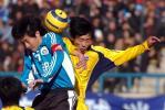 图文-大连实德3-0胜四川冠城 季铭义争顶头球