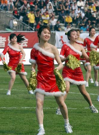 图文-[中超]重庆力帆0-0平上海中邦啦啦队赛场助阵