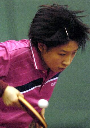 女乒激情备战世乒赛小将刘诗雯练习发球