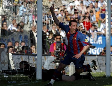 图文-巴塞罗那客场4-0马拉加久利进球后奔跑庆祝