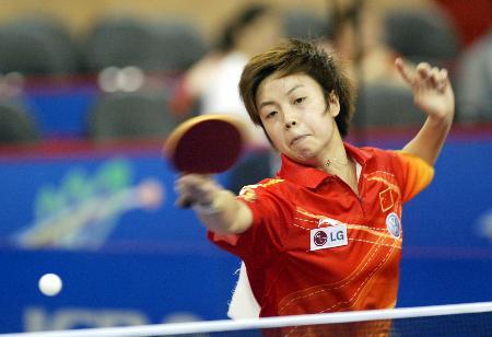 图文-世乒赛女单第三轮张怡宁凶猛杀球
