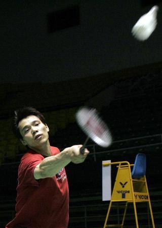 图文-国家队备战苏迪曼杯夏煊泽热身态度认真