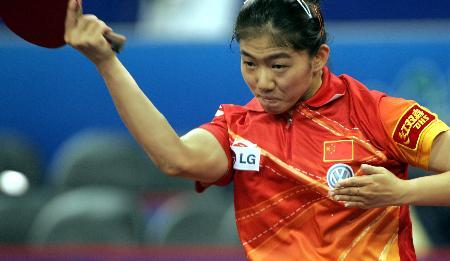 图文-世乒赛女单四分之一决赛 牛剑锋反手拉球
