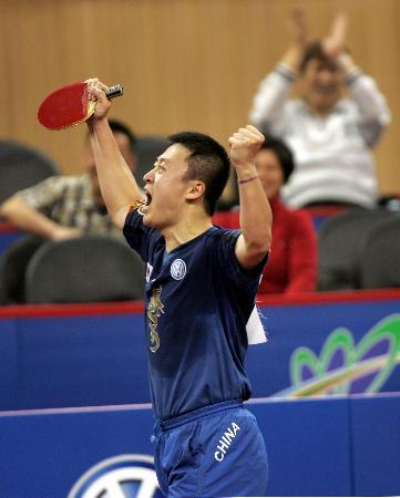 图文-世乒赛男子单打1/4决赛马琳挥手庆祝胜利