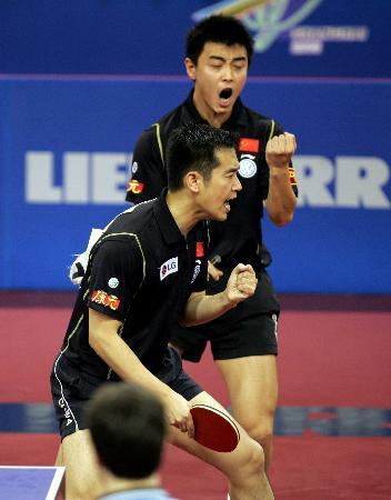 图文-世乒赛男子双打决赛孔令辉王皓胜利后的吼声