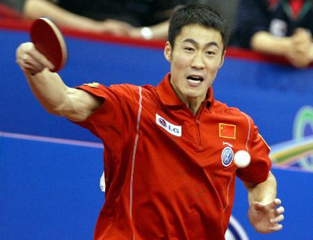 图文-世乒赛男子单打半决赛王励勤的反手同样犀利