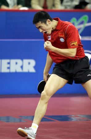 图文-世乒赛男子单打决赛王励勤赢球气势如虹