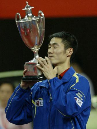 图文-世乒赛男子单打决赛王励勤沉醉胜利中